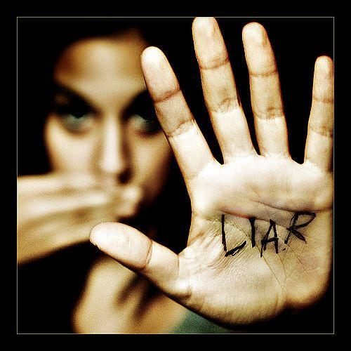 Wanita-bohong-dalam1